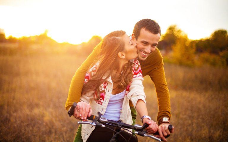 A randevú és az udvarlás hasonlóságai