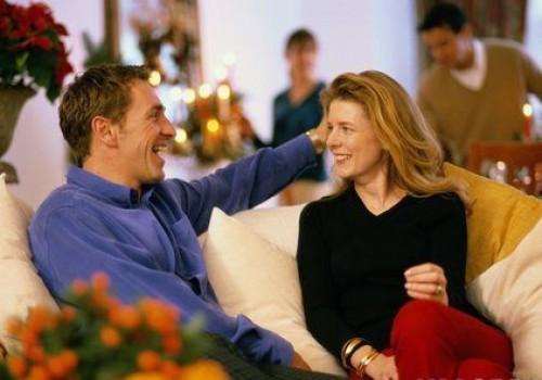 mi a különbség a társalgás és a randevú között?